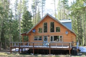 Grey Wolf Cabin Silver Gate, Montana